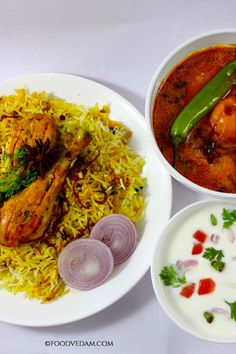 Hyderabadi chicken biryani is the world famous recipe.No person can go back without tasting authentic hyderabadi biryani when he visits Hyderabad.The spi. Chicken Korma Recipe, Biryani Chicken, Biryani Recipe, Yummy Chicken Recipes, Veggie Recipes, Indian Food Recipes, Cooking Recipes, Ethnic Recipes, Cooking Ham