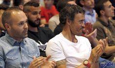 إنييستا: يجب ضم هذا اللاعب.. ولا أودُّ…: أثنى أندريس إنييستا قائد برشلونة، على خوان كارلوس أونزوي، مساعد لويس إنريكي، مدرب الفريق…