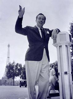 Walt Disney in Paris, This is cute! What a jolly man who brought happiness to many Disney Theme, Disney Love, Disney Magic, Disney Stuff, Albert Pike, Tour Eiffel, Walt Disney World, Disney Pixar, Aladdin