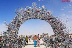 Monumento creado a partir de cientos de bicicletas.