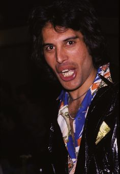 freddie mercury performing | Freddie Mercury hated to have his photo taken! A select group of ...