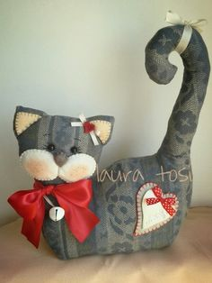 doorstop instructions, but it looks pretty straight forward in how to make…cut… – Fournitures pour animaux Fabric Toys, Fabric Crafts, Sewing Crafts, Sewing Projects, Doorstop Pattern, Cat Pattern, Cat Crafts, Animal Crafts, Quilt Patterns
