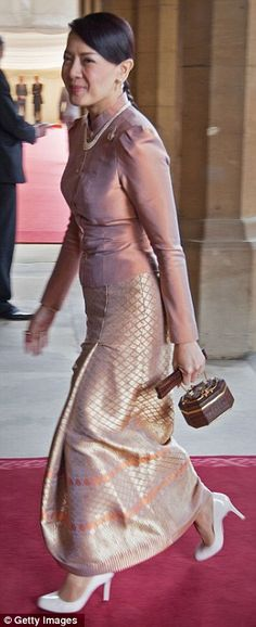 Princess Srirasm of Thailand wore a pretty blush pink silk top with metallic skirt during the monarch's Diamond Jubilee event in May 2012 at Buckingham Palace. Thai Traditional Dress, Traditional Outfits, Royal Tiaras, Thai Dress, Metallic Skirt, Blouse And Skirt, Couture, Royal Fashion, Pink Silk