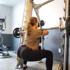 Smith Machine from sumo squats to stationary lunges.. by @leanmachine21 To really finish each set with a burn - perform 10-15 pulses (pulse at the bottom) and really squeeze your glutes !! #squatvideos #squatguide #squats