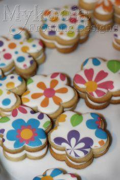 Flower Cookies    http://thecupcakedailyblog.com/