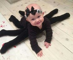 22 halloween crafting ideas for kids!Sometimes store-bought Halloween costumes just don\'t cut it. These DIY Halloween costumes for kids are easy to make and more unique. Halloween Kostüm Baby, Halloween Infantil, Holidays Halloween, Halloween Costumes For Babies, Halloween Costume Ideas For Adults, Baby Costumes For Girls, Childrens Halloween Party, Bricolage Halloween, Baby Spider Costume