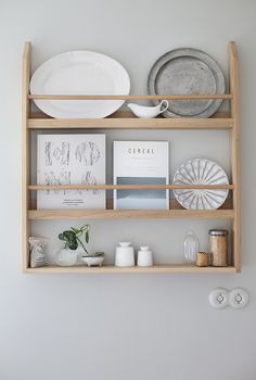 120 DIY Farmhouse Kitchen Rack Organization Ideas - Page 41 of 125 - Decorating Ideas - Home Decor Ideas and Tips Plate Shelves, Shelf Design, Wood Shelves, Building A Kitchen, Wood Shelves Kitchen, Plate Racks, Kitchen Rack, Farmhouse Diy, Diy Farmhouse Decor