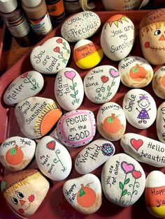 47 Creative DIY Painted Rock Ideas for Your Home Decoration Rock Painting Ideas that will inspire you to start creating! Don't be intimidated by all the rocks you see. Stone painting ideas are perfect for beginners! Rock Painting Patterns, Rock Painting Ideas Easy, Rock Painting Designs, Painting For Kids, Paint Designs, Diy Painting, Pebble Painting, Pebble Art, Stone Painting
