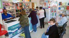 Las farmacias de todo el país interrumpen el crédito a afiliados de Pami: La Confederación Farmacéutica Argentina, la Federación Argentina…