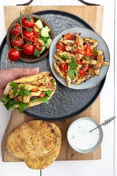 Good Food, Yummy Food, Oriental Food, Lunch Time, Bruschetta, Salmon Burgers, Food Inspiration, Cobb Salad, Healthy Recipes