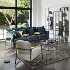 Bold colored couch with large window in living room Table Decor Living Room, My Living Room, Salon Interior Design, Interior Decorating, Am Pm La Redoute, Glass Office Partitions, String Regal, Home Furniture, Outdoor Furniture Sets
