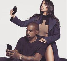 Kim Kardashian n'aura désormais plus de secret pour vous ! Voici sa technique pour un selfie parfait.