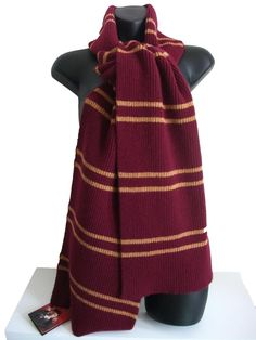 Official Warner Bros Harry Potter Scarf. I want this!