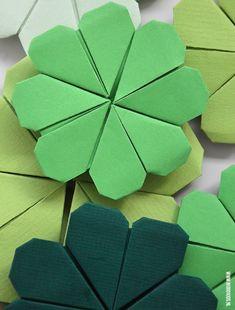 Zelf een klavertje vier vouwen met fototutorial Diy Paper, Paper Crafting, Paper Art, Oragami, Diy Origami, Diy For Kids, Crafts For Kids, School Posters, Family Crafts