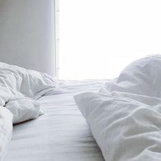 Taki dzień... Wstawać nie wstawać?  . . . . . #dzieńdobry #warszawa #igerswarsaw  #pościel #instahome #instamatki #polskadziewczyna #apartament #dom #wdomu #interior4you #interiordecor #interiordesign #interior123 #polska #jesień #tv_living #instainterior #tv_lifestyle #happylife #momlife #interiordecorating #interiorstyling #interiorstyle #lounge #homestyle #homedetails #bedtime #moi_mili