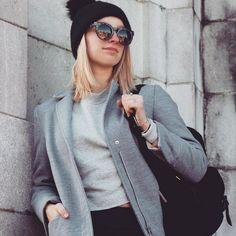Aujourd'hui notre coup de coeur #lookdujour vient de @justine_dtremblay qui nous donne hâte à l'automne avec sa jolie tenue!  Tu veux toi aussi te retrouver en vedette sur l'accueil du site? Utilise le tag @lookdujour_ca avec le #lookdujour  #lookdujour #ldj #ootd #fallfashion #beanie #fall #coat #cute #modemtl #style #pretty #outfitideas #cestbeau #inspiration #onaime #regram  @justine_dtremblay