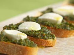 It's Tasty Tuesday Time to make some Pesto Crostini a la Lou with lotsa garlic!