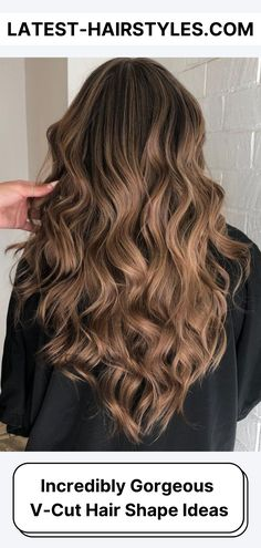 Ready to try the most timeless cool-girl haircut of all? See these super trendy looks on the V-cut hair and give yourself an angled upgrade! (Photo credit Instagram @analuciabeauty) Long Hair V Cut, V Cut Hair, Curly Hair Cuts, Wavy Hair, Her Hair, Curly Hair Styles, Long Curly Haircuts, Straight Hairstyles, U Haircut