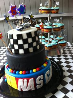 Awesome cake for nascar to have:)/ Reese how about that for Jay's b'day...