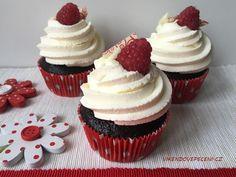 Kakaové cupcakes s malinami a citronovým krémem - Víkendové pečení Brownie Cupcakes, Mini Cupcakes, Mini Cheesecakes, Baked Goods, Food And Drink, Sweets, Desserts, Pizza, Blog