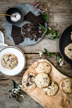 ROSE & IVY Flourless Chocolate & Oatmeal Cookies w/ Maldon sea salt Chocolate Oatmeal Cookies, Flourless Chocolate, Flourless Cake, Just Desserts, Awesome Desserts, Food Inspiration, Granola, Biscuits, Food Photography