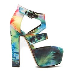 Enter to win! http://www.itsnikkisworld.blogspot.com/p/shoedazzle-giveaway.html