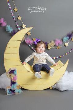1st Birthday Twinkle Twinkle Little Star ideas; Smash Cake | Keller Fort Worth photographer #dawnlopezphotography