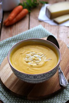 Carrot cream soup with Comté - Trend Fall Cocktail Recipes 2019 Beef Recipes For Dinner, Easy Soup Recipes, Gourmet Recipes, Healthy Recipes, Chowder Recipes, Cooking Recipes, Snacks Under 100 Calories, Quick And Easy Soup, Healthy Sweet Snacks