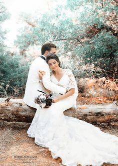 bride and groom wedding photo ideas Pre Wedding Shoot Ideas, Wedding Picture Poses, Wedding Couple Photos, Pre Wedding Photoshoot, Wedding Poses, Wedding Pictures, Hair Wedding, Couple Photography Poses, Creative Wedding Photography
