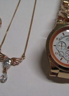 Kaufe meinen Artikel bei #Kleiderkreisel http://www.kleiderkreisel.de/accessoires/uhren/146105608-rose-uhr-mit-weissem-ziffernblatt-mit-farblich-passendem-ohrsteckern-und-halskette