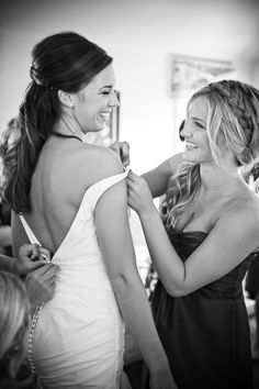 All Smiles: the bride gets help from the sister-in-law #TresWedding