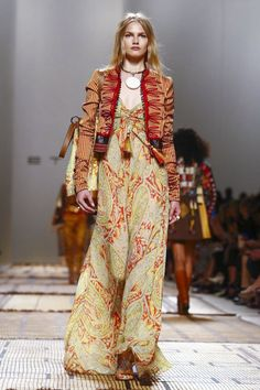 Watch the livestream of the Etro show ready-to-wear collection Spring/Summer 2017 from Milan.