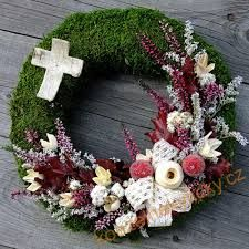 "Képtalálat a következőre: ""dušičkový věnec"" Autumn Wreaths, Christmas Wreaths, Xmas, Handmade Christmas Decorations, Holiday Decor, Grave Decorations, Funeral, Decoupage, Floral Wreath"