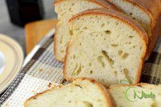 Iata o paine toast pentru sandwich preparata fara pic de drojdie, doar cu maia naturala. Are o coaja moale si un miez pufos si aromat de unt, numai bun pentru diminetile petrecute in familie. Va invit sa dati un click si si sa testati reteta detaliata pas cu pas... Unt, Toast, Gluten, Bread, Food, Meals, Breads, Bakeries, Yemek