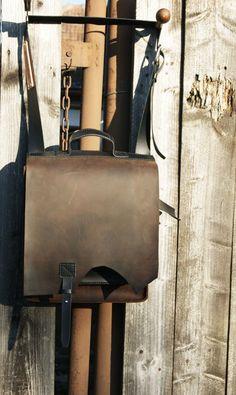 -lucrata 100% manual – piele naturala, rigida (1,5 mm) – compusa din compartimentul principal, cele 2 buzunare exterioare care se inchid fiecare, separat, printr-o clapeta asigurata cu butoni metalici, si un buzunar special pentru acte, exterior, in spatele gentii. -curele reglabile -dimensiuni 35*30*11 Leather Bags, Leather Backpack, Leather Accessories, Backpacks, Metal, Leather Tote Handbags, Leather Backpacks, Leather Formal Bags