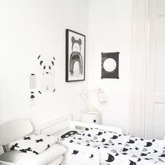 Un cuarto infantil en blanco y negro