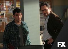 Marco se reencontra com um amigo do passado que coloca sua família em perigo. The Bridge - Domingos, 23h  #TheBridgeNoFX Confira conteúdo exclusivo no www.foxplay.com