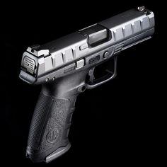 Beretta APX pistol - black body & backstraps (standard equipment)