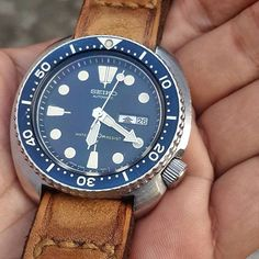 vintagediver Sweet vintage Seiko 6306-7001 with perfectly faded bezel. Pic credit: @eddywijaya85 >>Tag @vintagediver for a chance to be featured<< #vintagediver #divewatch #wis #watch #womw #wristporn #instawatch #dailywatch #watchgeek #watchfam #watchcommunity #hodinkee #thedivewatchconnection #wornandwound #horology #watchesofinstagram #seiko #seiko6306 #fadedbezel #vintageseiko