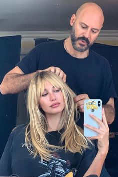 Hailey Baldwin's Shaggy Bangs Are So Freaking Cool, Stevie Nicks Would Approve Haar Pony hailey Hailey Baldwin Is Now Sporting Shaggy Bangs, and We Can't Stop Staring Blonde Hair With Bangs, Brown Blonde Hair, Bangs Long Hair, Blonde Hair Fringe, Fringe Bangs, 70s Haircuts, Long Shaggy Haircuts, Cool Haircuts, Hailey Baldwin