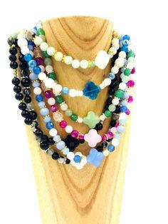La collection Collier Court est composée de pierres semi-précieuses, de Crystal Autrichien, de verre, de Nacre de Swarovski, de Bois, etc... Swarovski, Creations, Collection, Jewelry, Fashion, Short Necklace, Art Crafts, Mother Of Pearls, Stones