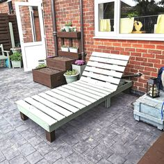DIY Easy Pallet wood Reclining Sun Lounger Pallet Lawn Furniture, Wooden Pallet Projects, Pallet Ideas, Pallet Chairs, Diy Pallet, Furniture Design, Pallet Lounger, Pallet Pool, Reclining Sun Lounger