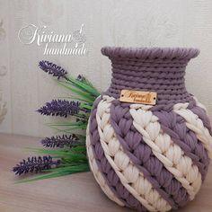 No photo description available. Crochet Bowl, Crochet Basket Pattern, Knit Basket, Crochet Motif, Crochet Yarn, Crochet Stitches, Crochet Patterns, Crochet Crafts, Crochet Projects