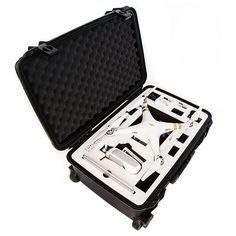 Superbly designed to cradle your DJI Phantom 3 and everything else you need to fly, the Drone Crates DJI Phantom 3 Roller Case provides guaranteed security to your investment during storage or when traveling to and from flight sessions.