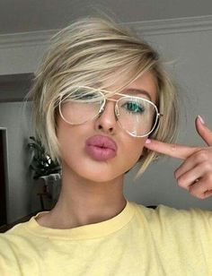 Love ❤️ the cut and style...cute glasses too!