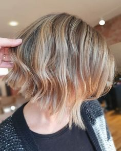 Choppy Bob Hairstyles, Latest Hairstyles, Easy Hairstyles, Choppy Cut, Choppy Bobs, Short Balayage, Makeup Tips, Your Hair, Beauty Hacks