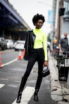 Fashion People Love Green Now, According to the Street Style on Day 7 of New York Fashion Week New York Street Style, Street Style Trends, Urban Street Style, Spring Street Style, Street Style Looks, Looks Style, Street Styles, New York Outfits, Star Fashion