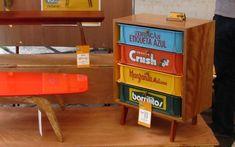 Muebles usando las bandejas para transporte de gaseosas