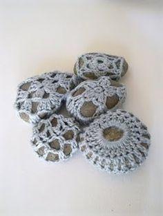 Crocheted stones pattern (great ;-)