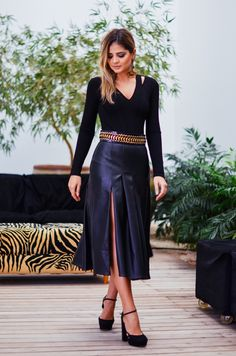 Cute skirt estilo de roupa feminina, looks vestidos, faldas pantalon, moda Leather Midi Skirt, Leather Dresses, Sexy Skirt, Dress Skirt, Look Fashion, Womens Fashion, Cute Skirts, Look Chic, Feminine Style